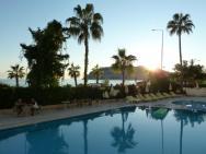 Panorama od hotelového bazénu