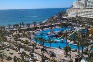 pohled na oceán, část aquaparku a hotelovou terasu z 9. patra našeho hotelu