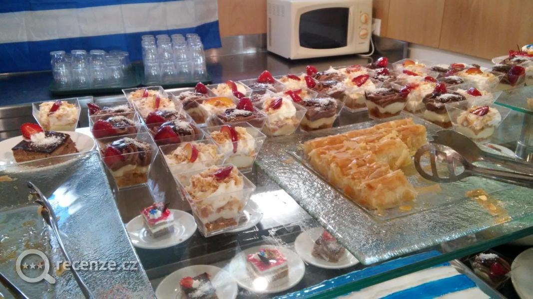 Par dn dovolen na kosu recenze hotelu mitsis family for Food and bar jine forbach