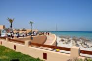 Výhled na pláž od hotelu