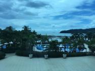 Výhled z hotelového lobby