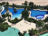 Pohled na část hotelových bazénů