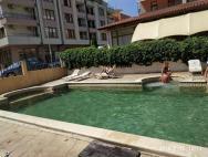 bazén kde si po cely den najdete sluníčko i stinné míst