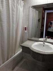 koupelna s vanou ve standardním pokoji