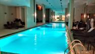 Plavecký bazén hotela ,príjemná teplota vody.