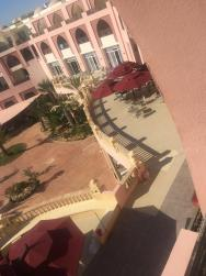 Pohled na terasu z pokoje.